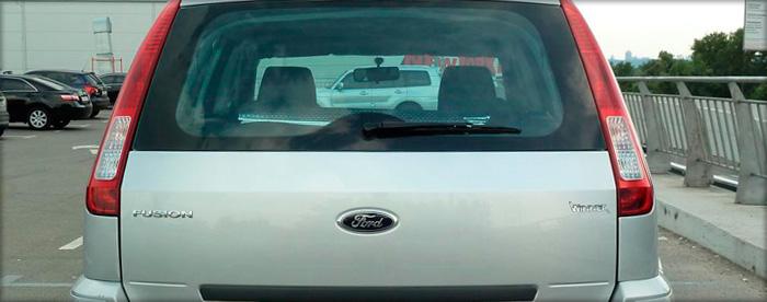 Как правильно снять крышку багажника?